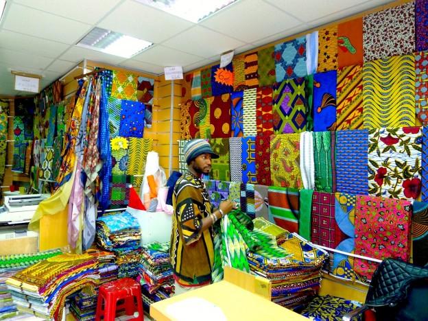 Vendeur de tissu africain